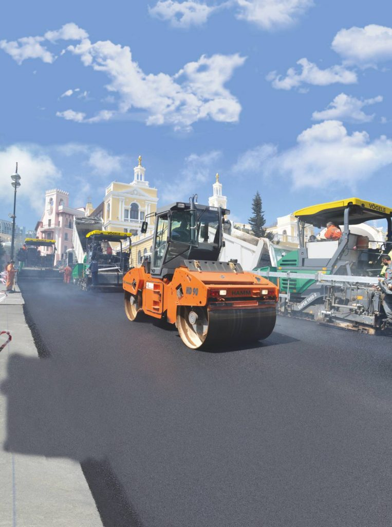 Hamm oscillation – the perfect technology for asphalt compaction along the unique ensemble of historic old town, modern government district and elegant beach promenade.