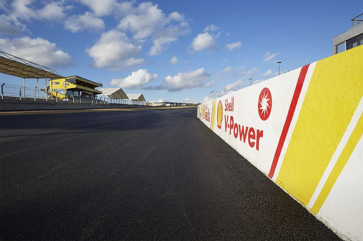 Le Mans Bugatti Circuit gets surfacing of Shell Cariphalte Racetrack Asphalt