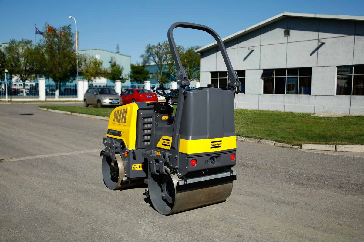 Dynapac's new tandem asphalt roller CC950D delivers big impact in a small package