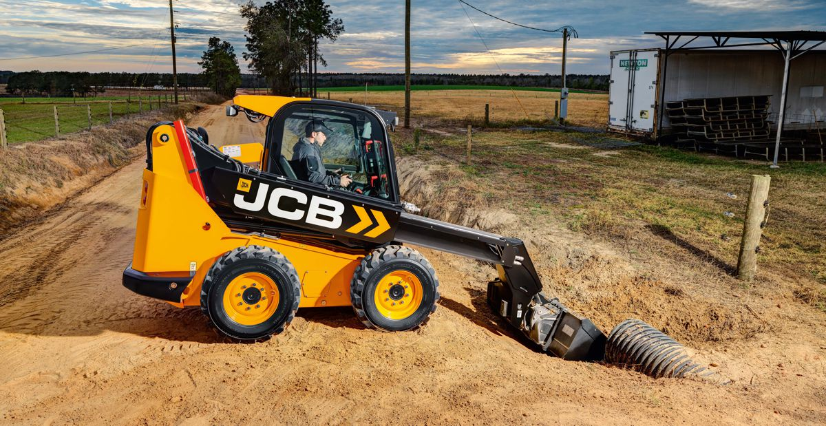 JCBlaunchesTeleskid the first compact skid steer track loader with a telescopic boom