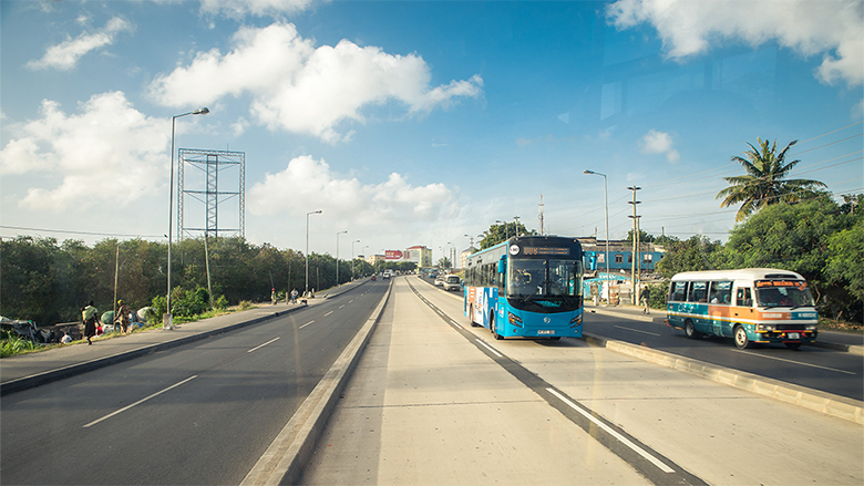 The first phase of the Bus Rapid Transit system reduced roundtrip travel time on the corridor by 90 minutes a day. Henri Lombard, World Bank