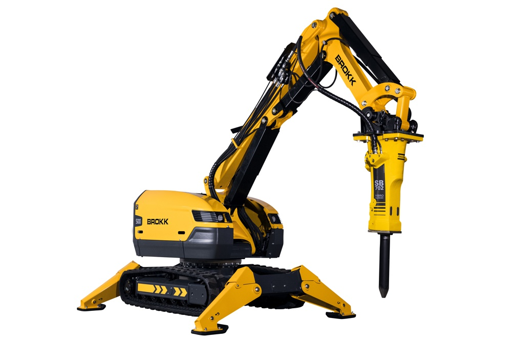 The new Brokk 500 incorporates the industry-leading reliability and serviceability that Brokk has become known for over the years. New on this machine is that operators can complete all daily and weekly maintenance without having to lift the covers of the machine. Plus, replacing any damaged hydraulic hoses is now simpler than ever.