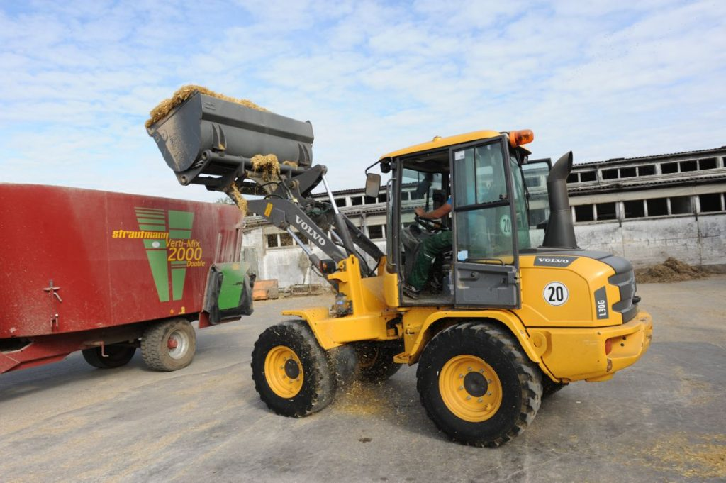 A Volvo CE wheel loader working at Fehrbellin-based dairy producer, Rhinmilch.