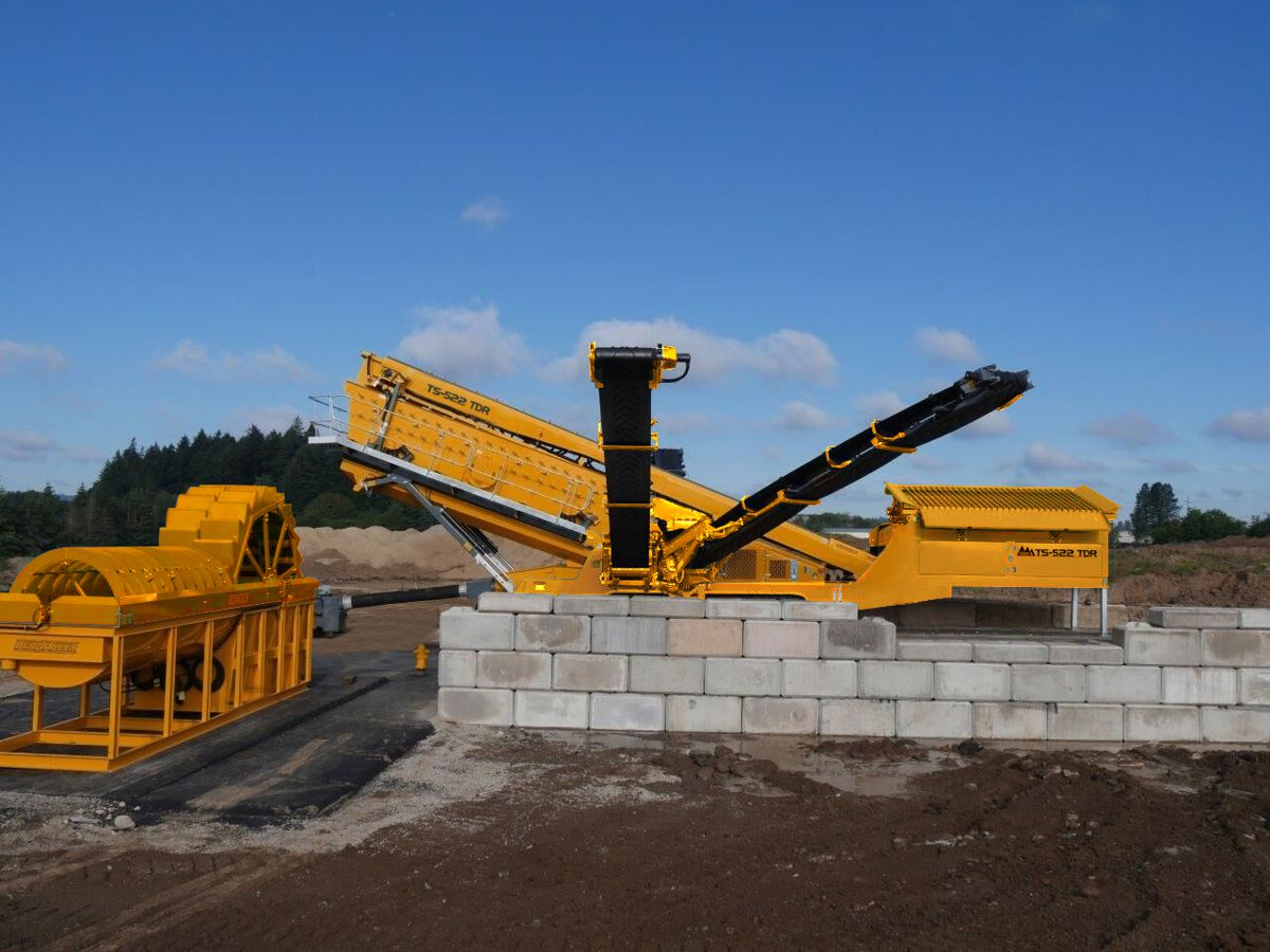 IROCK Crushers redesign their 22' track portable Screening Plant to include a Rinser