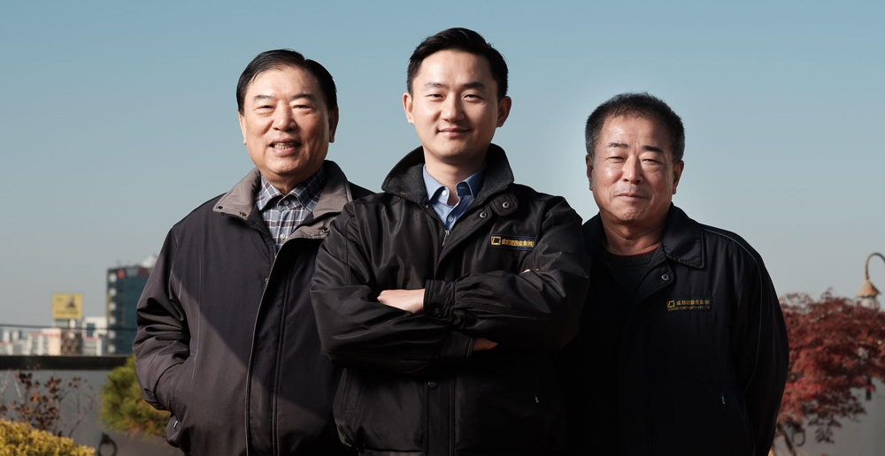From left: Sungdo Construction President and CEO Doh Moon-Gil, Managing Director Doh Hyung-rok, Director Min Young-suk