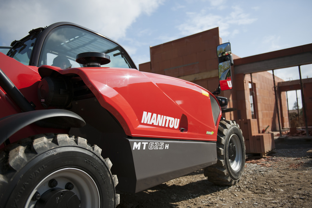 Manitou Group presents its new backhoe loader at the first edition of Intermat Asean