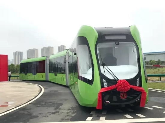 First railless train unveiled in Zhuzhou, China