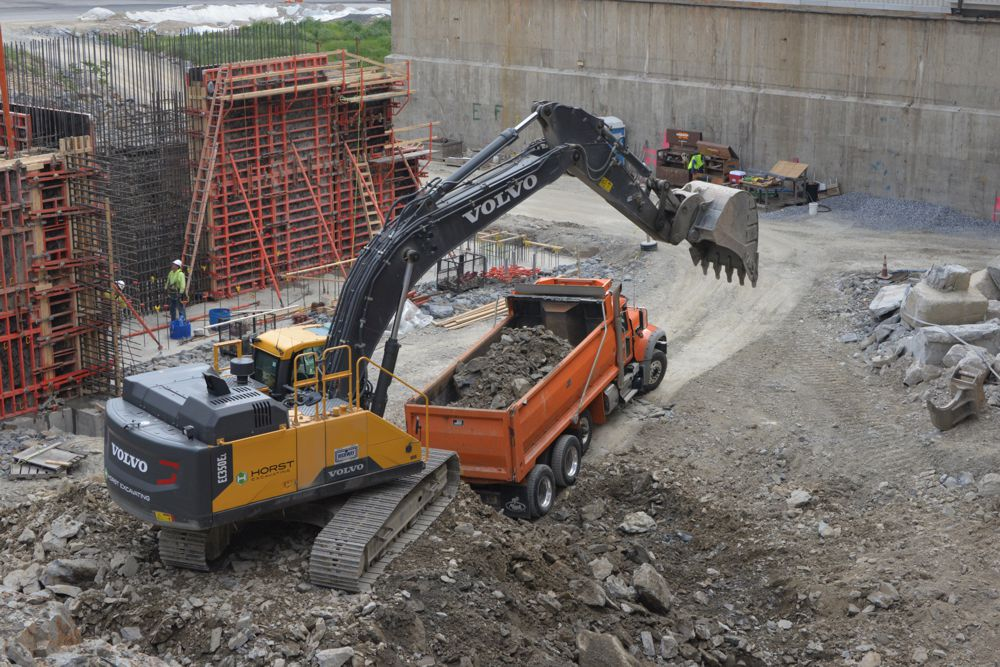 Volvo excavators are working to improve a waste-to-energy facility in Pennsylvania.