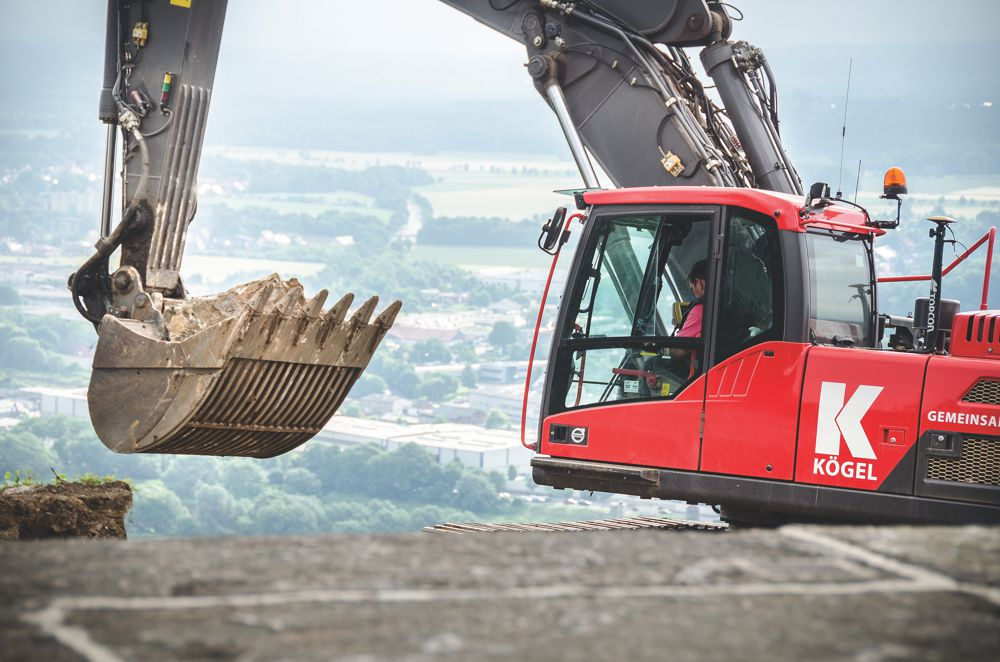 30,000 cubic meters (40,000 yd2) of ground and rock were removed by means of GPS-controlled excavators from Volvo CE.