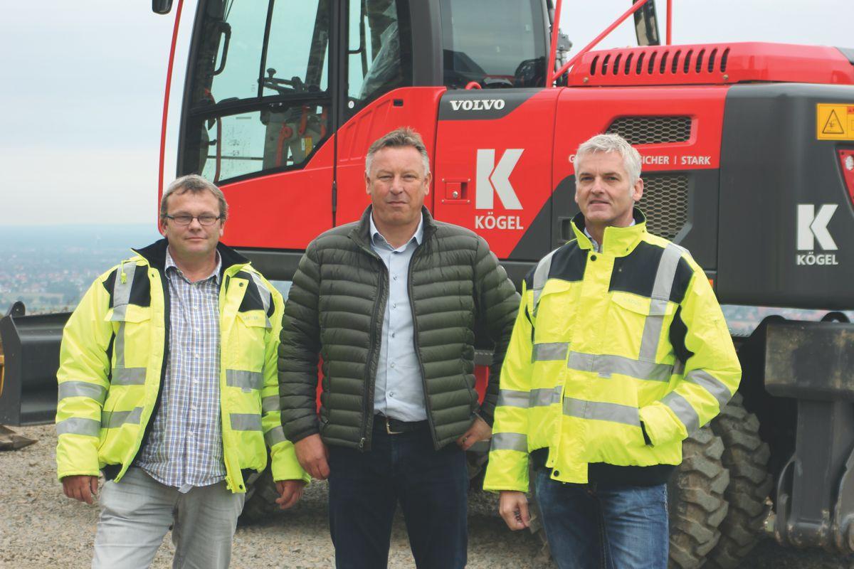 Peter Kögel, co-manager of Kögel Bau, Stefan Tätz, sales consultant at Swecon, and Tors-ten Meyer, logistics manager at Kögel Bau.