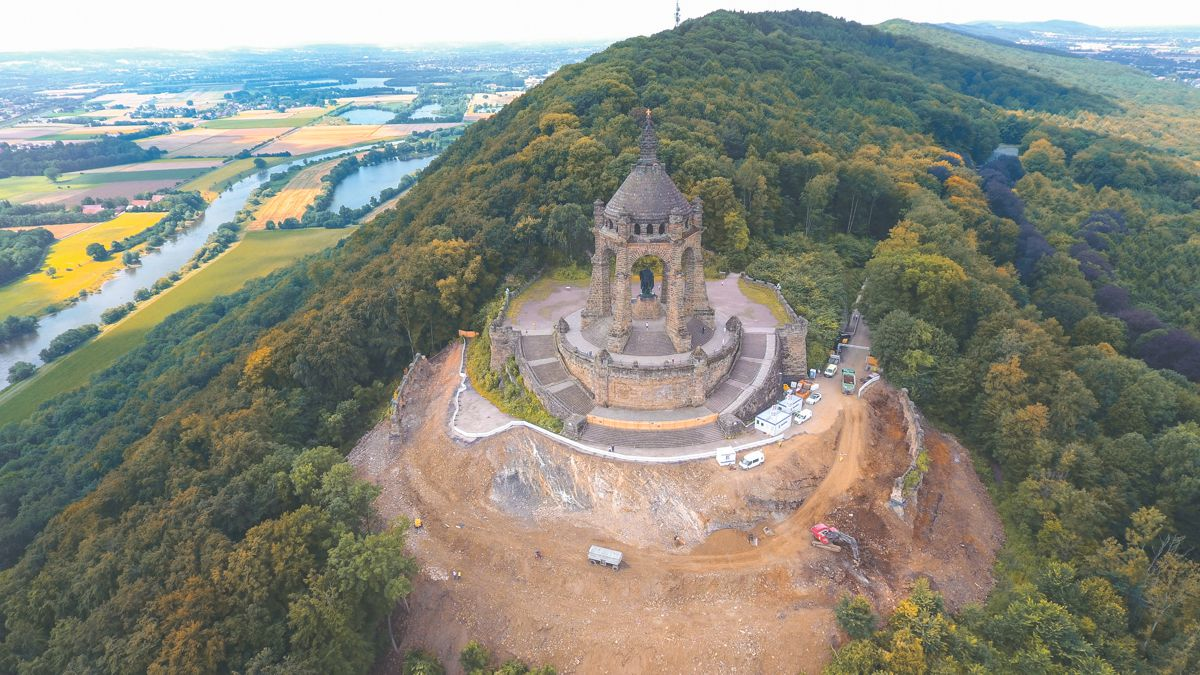 At the Emperor William I (Kaiser Wilhelm) Monument at Porta Westphalia, Volvo excavators are hard at work.