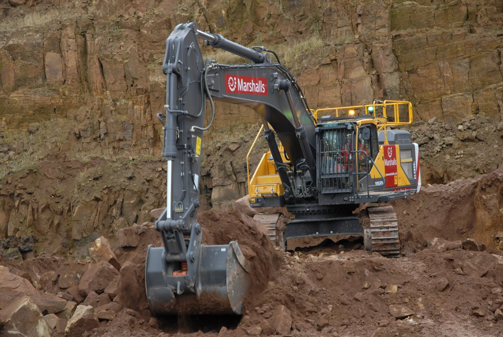 The Volvo EC480E crawler excavator's advanced hydraulic system and solid stability are ideal features for excavating large rocks.