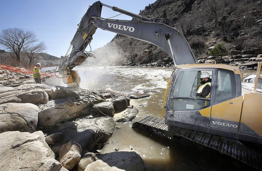 Fitted with a rocksaw attachment, the Volvo excavator cuts the boulders with hairline accuracy.