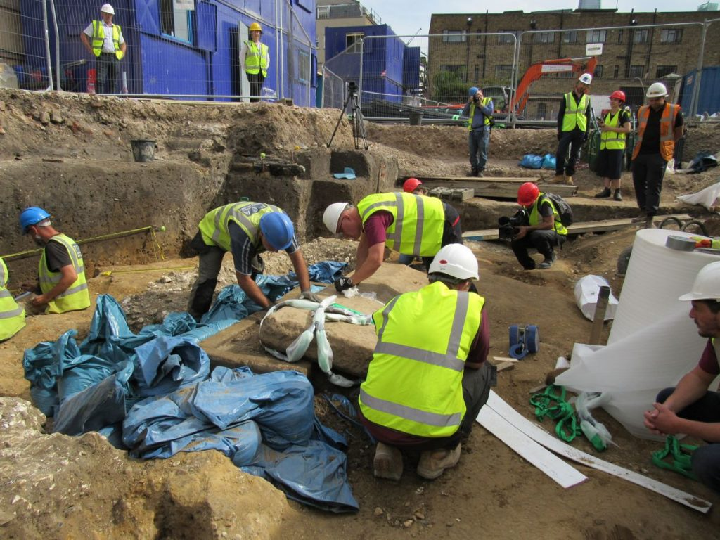 Extremely rare Roman Sarcophagus discovered during construction in LondonExtremely rare Roman Sarcophagus discovered during construction in London