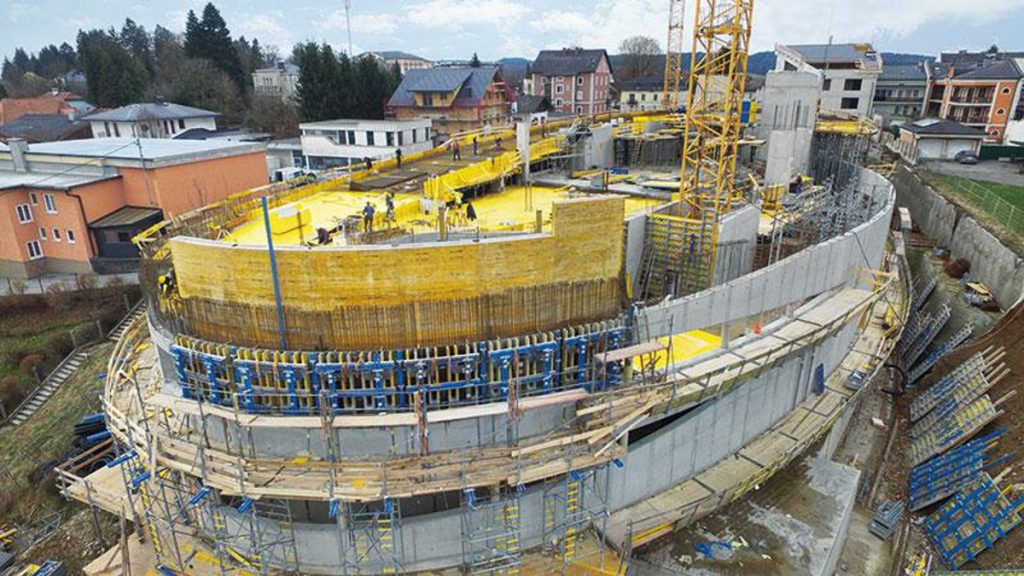 The elliptical shape of the building is formed with Large-area formwork Top 50 carrying Formwork sheet 3-SO as form-ply.