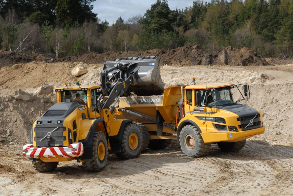 The world's leading glass bottle manufacturer, O-I Manufacturing Ltd, continues to favour Volvo Construction Equipment products as it takes delivery of a new L150H loading shovel for its Devilla silica sand quarry located at Bogside near Alloa, Scotland