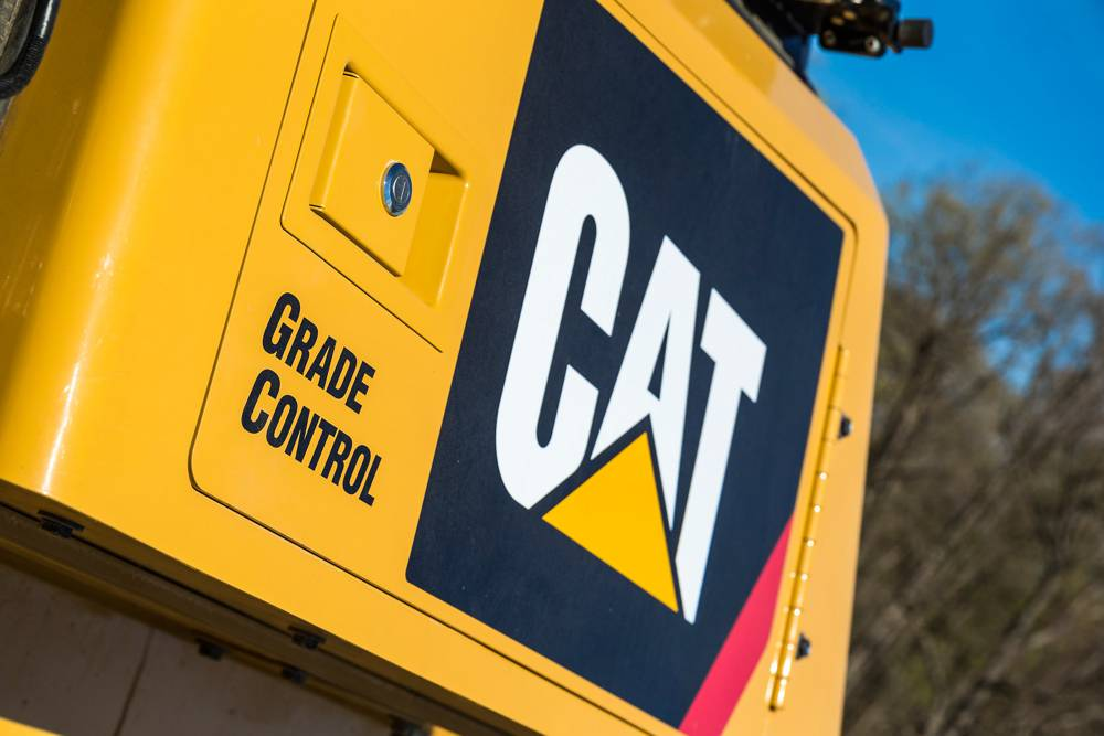 The new Cat D6K dozer helps increase productivity with optional technology features like Cat GRADE with Slope Assist™.