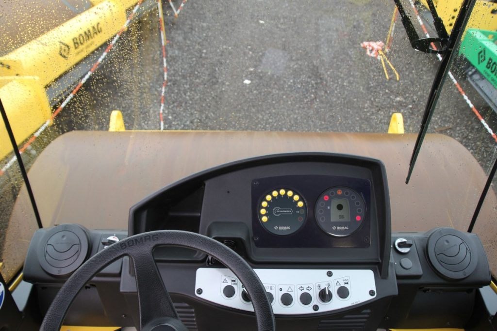 The Bomag Economizer measures the degree of compaction and displays the results in a simple, easy-to-follow way.