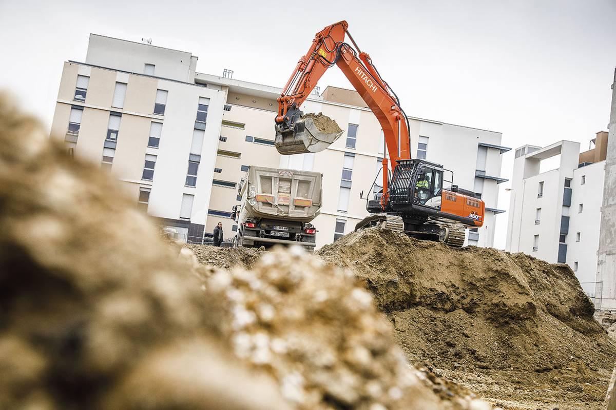 Société Lyonnaise de Travaux Publicsoperators unanimously choose Hitachi Excavators