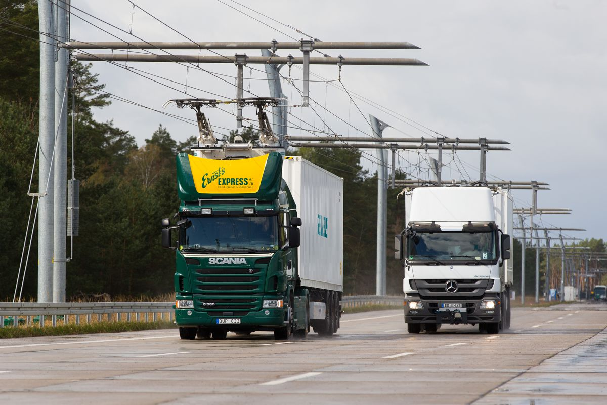 Siemens builds eHighway for hybrid trucks in Germany