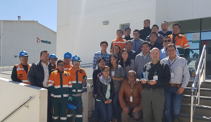Members of the awarded Metso team.