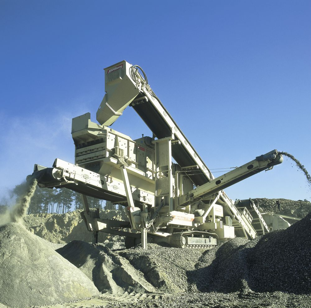 Lokotrack cone plant LT1100, equipped with a screen, has been historically one of the most popular models in Germany. This unit was crushing in a quarry near Osnabrück around the year 2001.