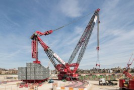 ALE's largest and smallest cranes operate in London at the same time