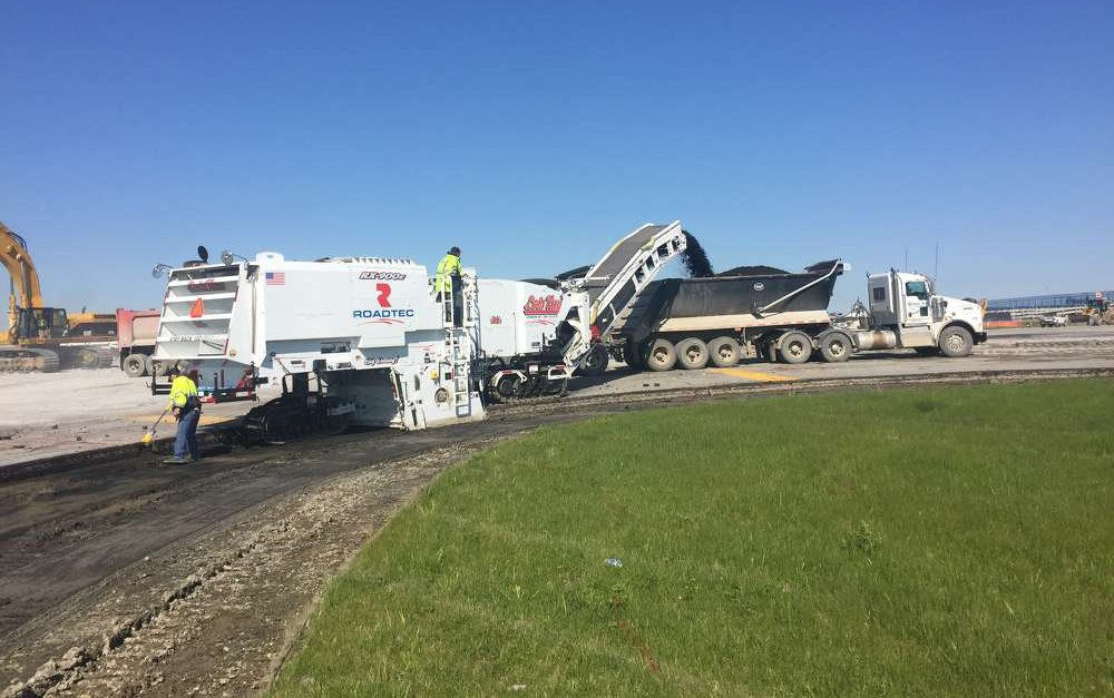 Partial runway reconstruction for Detroit Metro Airport
