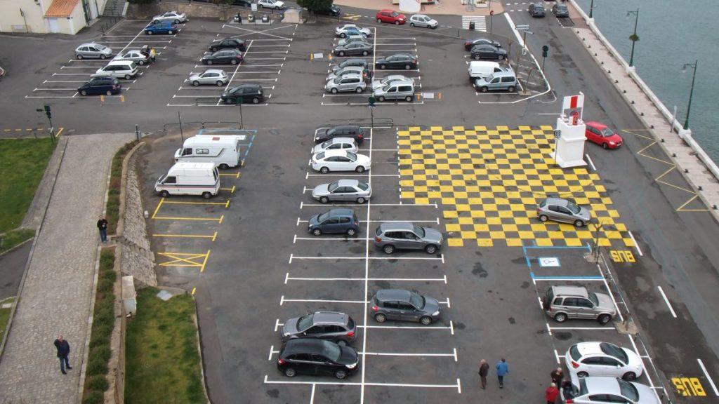 Car park - Photo by Oatsy40