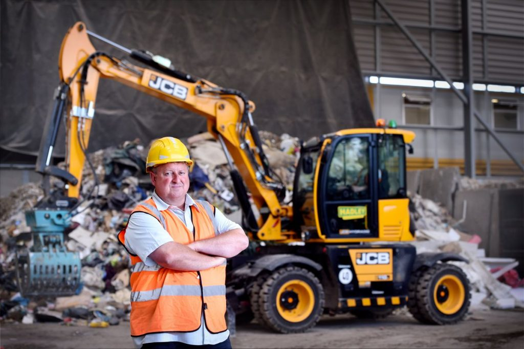 JCB HYDRADIG VERSATILITY FITS THE BILL AT HADLEY