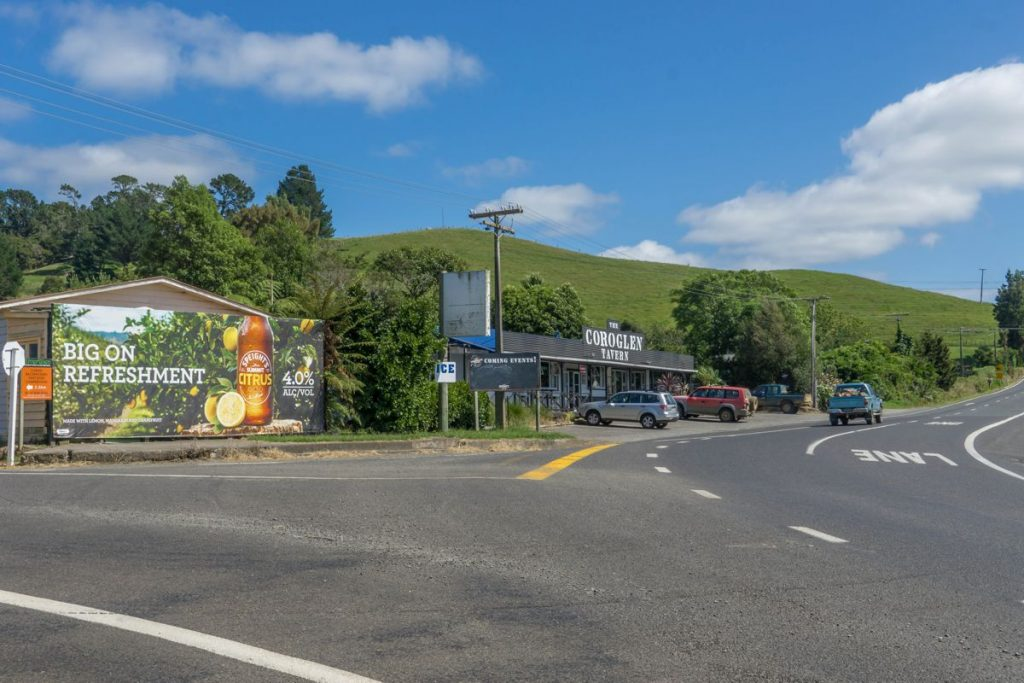 Waikato Highway Coroglen tavern - Photo by ItravelNZ