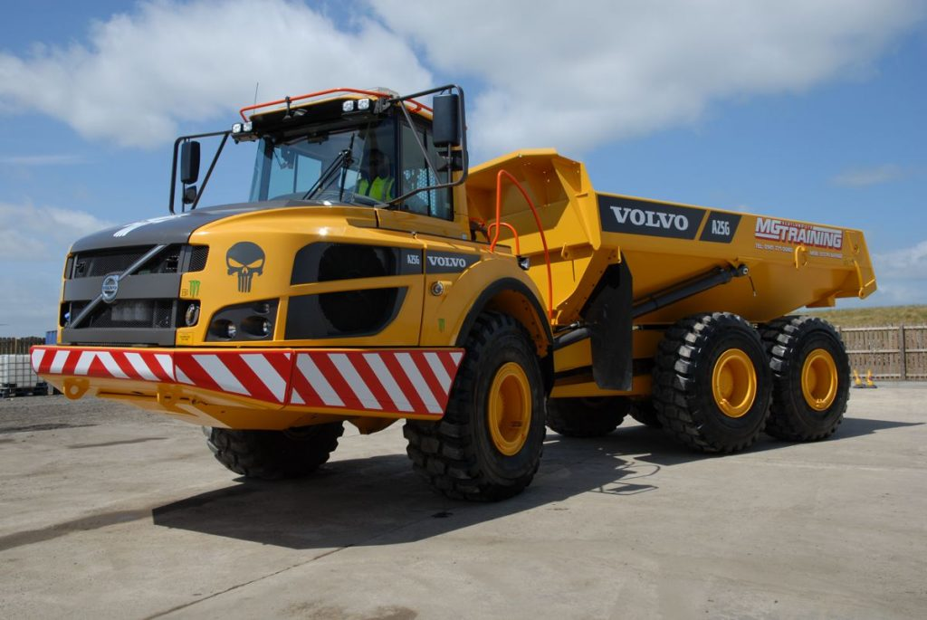 The first arrival is the Volvo A25G articulated hauler