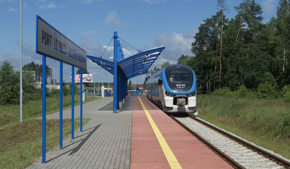Port Lotniczy Szczecin Goleniów Train - Photo by Phil Richards