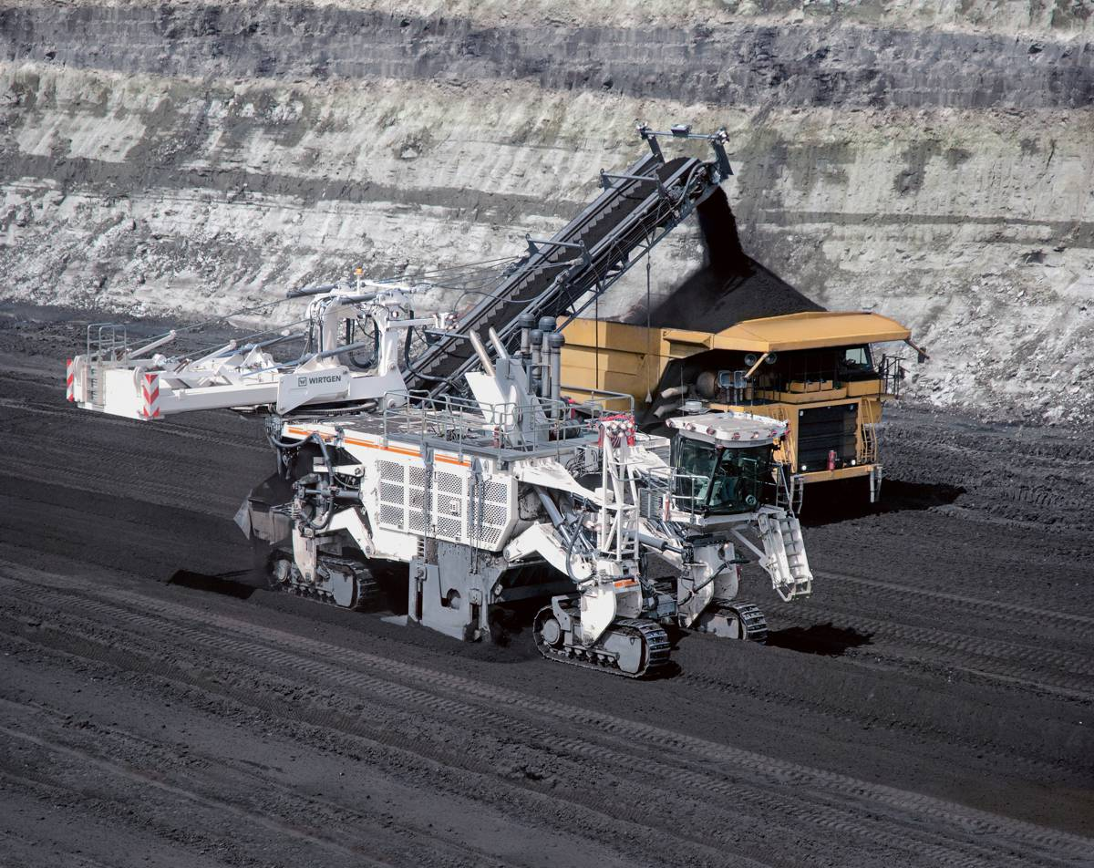 August 2013: The geological conditions at North American Coal's mine in Mississippi are comparable. A demonstration of the Wirtgen 4200 SM Surface Miner in mining operations convinces New Hope Group to commence trials with the 4200 SM at New Acland Mine.
