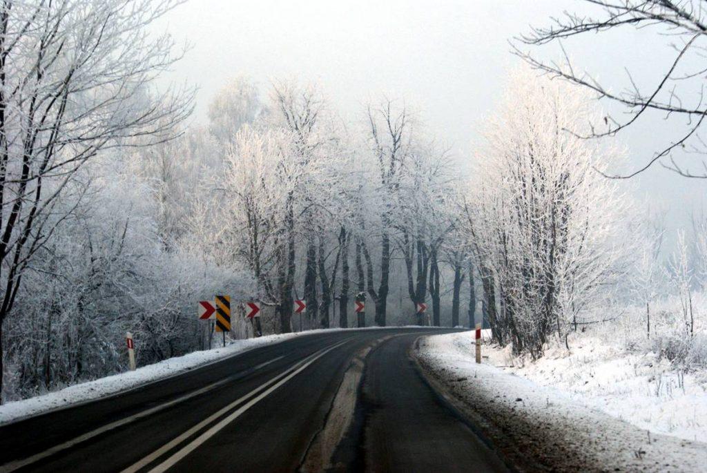 Winter Road - Photo by Łukasz Hejnak