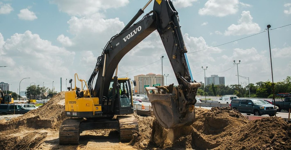 Rodriquez operating his ECR305CL next to the I-4.