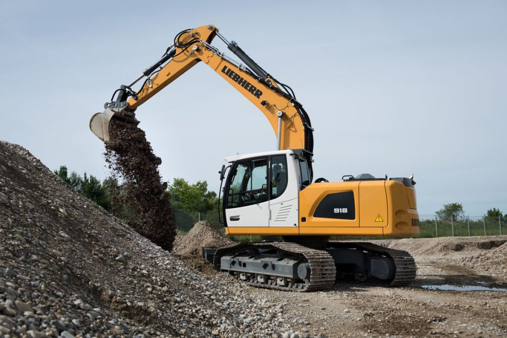The Liebherr R 918 crawler excavator is designed for earthmoving, pipe laying or making trenches.