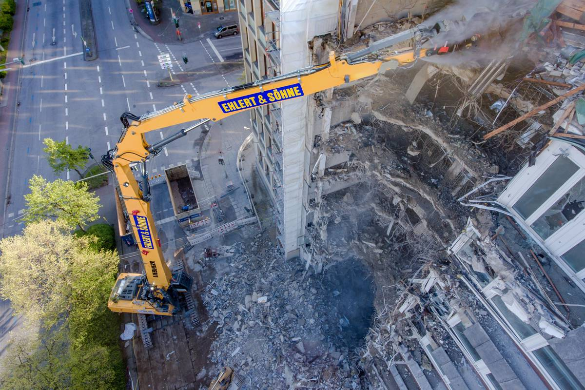 Ehlert and Söhne hit new heights with the Liebherr R 960 Demolition crawler excavator