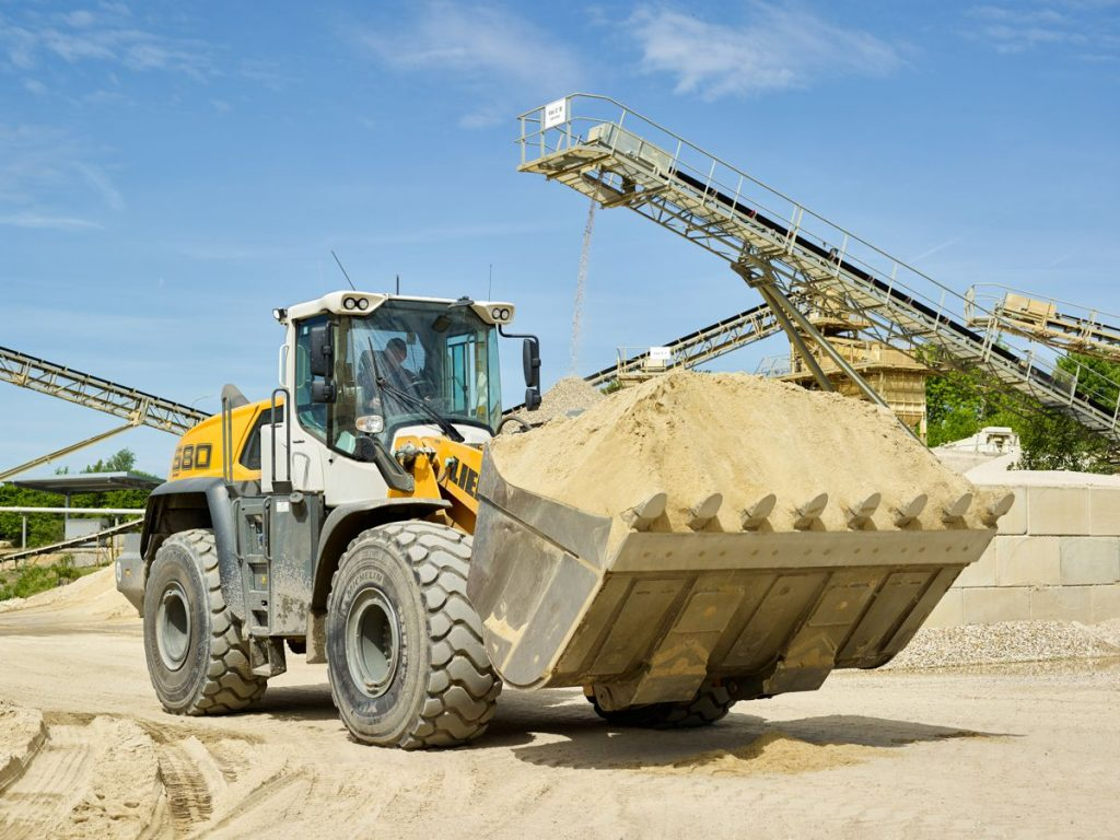 The Willy Dohmen Group is also counting on Liebherr wheel loaders in the future. The image shows one of the new L 580 XPower® units in the gravel plant near Geilenkirchen.