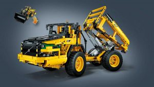 2-in-1 model: rebuilds into a Volvo A25F articulated hauler.