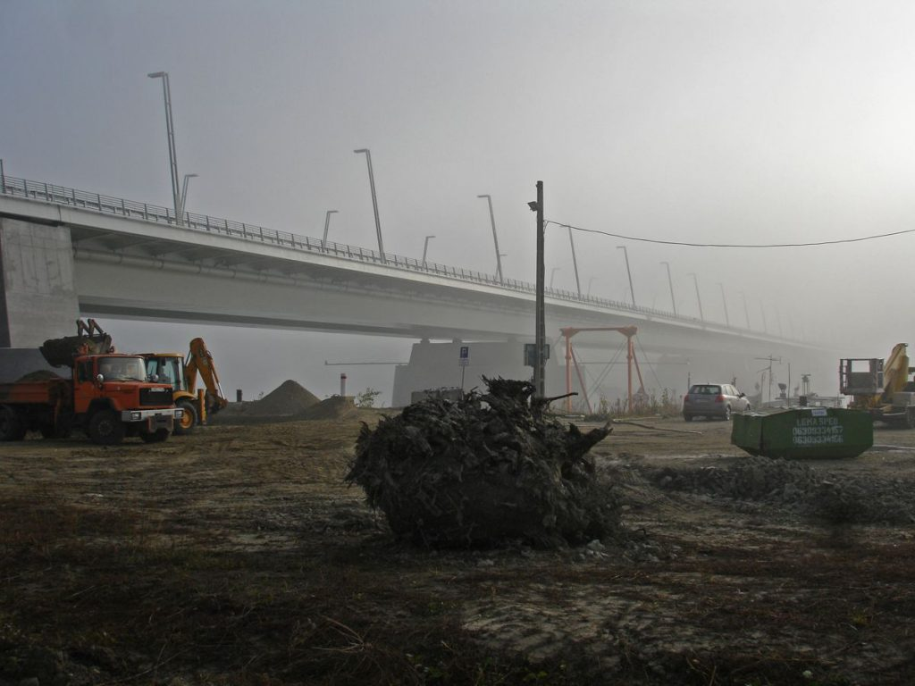 Construction of Bridge over Danube - Photo by G Y Gabor