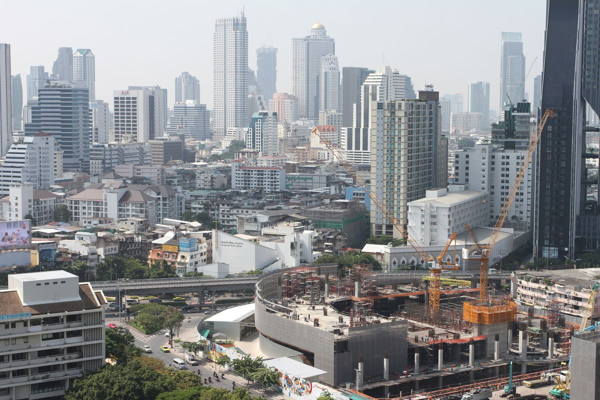 Liebherr luffing jib cranes support Bangkok new Three Neighbourhood development