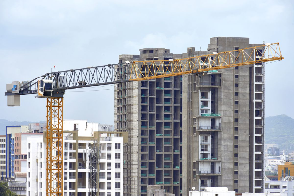 Internal climbers: Two NC-B 6-62 are building the Balewadi Techpark in Pune.
