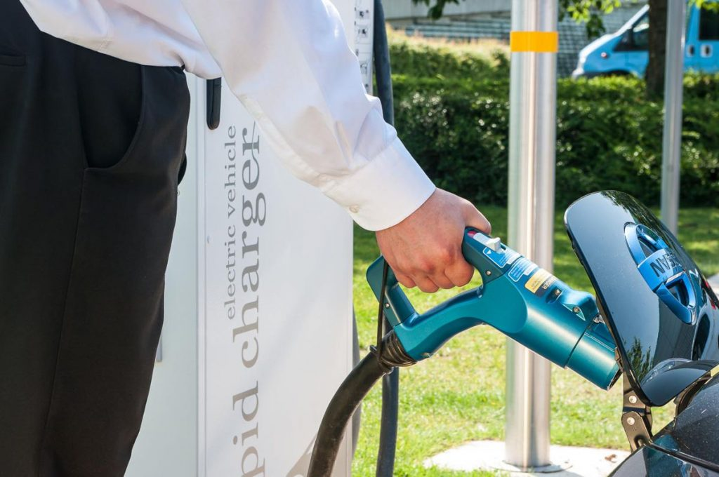 Allego signs up Siemens to support Electric Vehicle fast charging in the UK