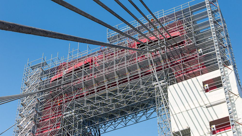 12 m wide LGS bridging served as a safe intermediate level at a height of 50 m.