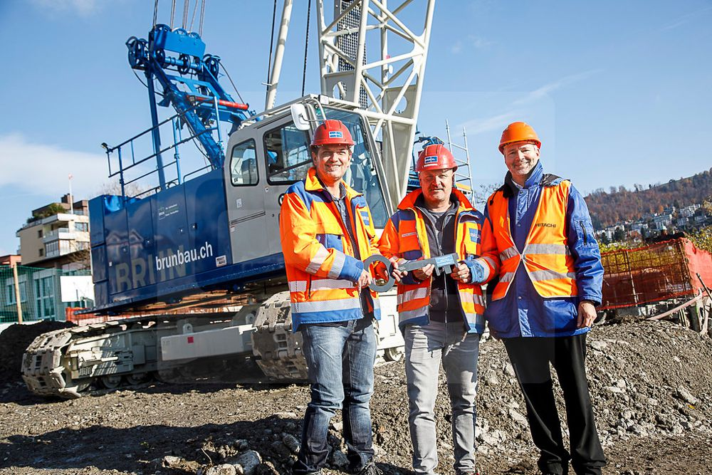 (Left to right: Daniel Fanger, Director for Special Foundation Works, GEBR BRUN AG; Thomas Lustenberger, Site Manager, GEBR BRUN AG; and Dr Michael Essig, Head of Sales for Special Machines, Probst Maveg.)