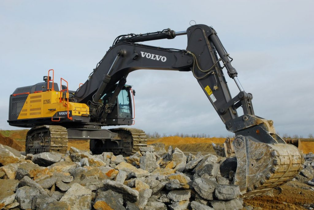 Earthline Ltd of Ogbourne St George, near Marlborough, Wiltshire has taken delivery of Volvo's flagship excavator, the seventy five tonne EC750E together with its first ever Volvo loading shovel in the guise of a 25 tonne L150H.