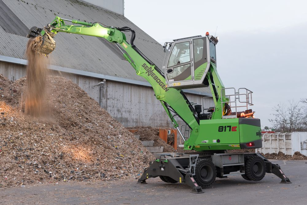 SENNEBOGEN debuts 817 E compact material handler for the waste industry