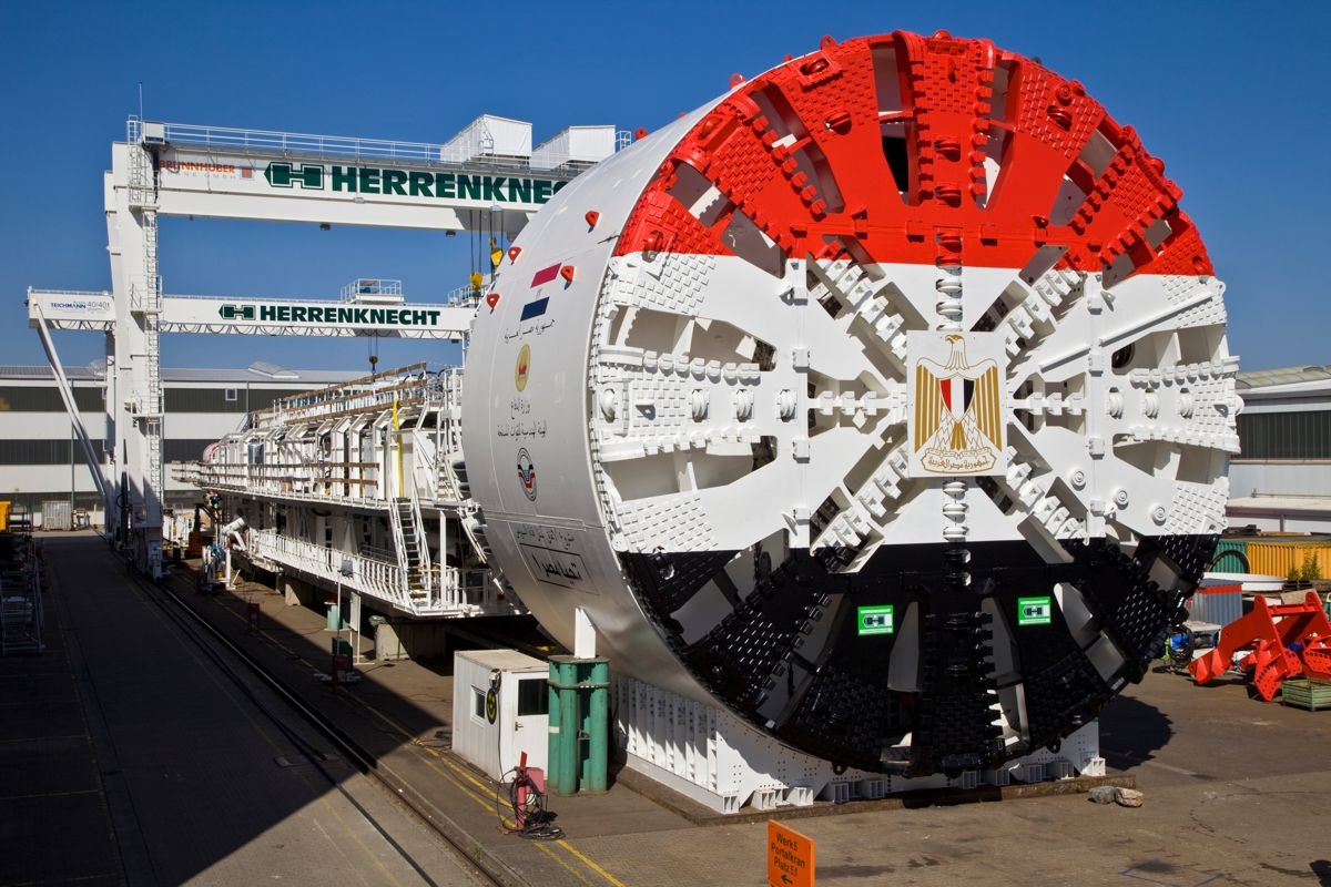 A total of four tunnel boring machines were supplied by Herrenknecht for construction of the two new road tunnels under the Suez Canal. The Mixshields with a diameter of 13.02 meters created over 15 kilometers of new tunnel for the large-scale project.
