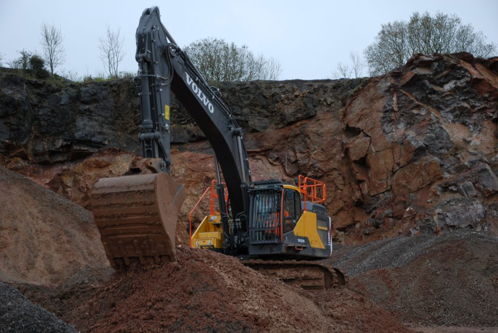 Quarry and Earthworks Ltd in Somerset, England moves forward with Volvo